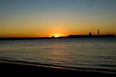 Atardecer (ameliapardo) Tags: atardecer ocaso crepúsculo cielo mar agua sol contraluz cadiz playadelacaleta andalucia españa fujixt2 fujinon1855