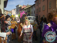 La parata... hippie! (partyinfurgone) Tags: affitto carnevale cocktail epoca evento furgone hippie limousine maschera varzi noleggio openbar promo promozione pubblicità pulmino storico vintage volkswagen vw