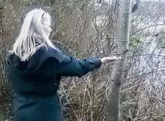 Susan feeding Chickadee (glenbodie) Tags: bodie catherinehurley glen glenbodie north40 reifel