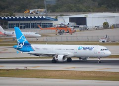 Ft Lauderdale 23Jan19.05 (Pervez 183A) Tags: airtransat kfll fll ftlauderdale florida airport landing airbusa321 airplane aeroplane chopper skycrane sikorsky giv explore