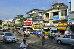 Modern Bago (Frühtau) Tags: country land burma burmese μυανμάρ 버마 buddhism ミャンマー main bago myanmar speed people stuff birmanya βιρμανία mjanmarsko мианмар 缅甸 мјанмар city leute street scene strasse avenue busy shop goods market car traffic verkehr voiture