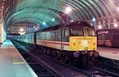 47854 takes shelter from the elements inside London Paddington Station seen on a cold 12-4-96. Copyright Ian Cuthbertson (I C railway photo's) Tags: class47 duff 47854 paddingtonstation intercity
