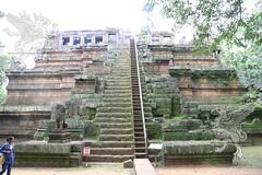 Angkor_Phimeanakas_2014_07