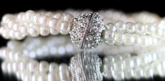 White pearls (francepar95) Tags: perles pierre miroir reflection macro pearls stones pierresprécieuses bokeh hmm theme week bracelet macromondaysjewelry