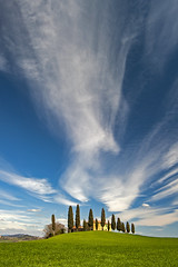 the sky above the cypresses (Blende1.8) Tags: zypresse zypressen cypress cypresses tree trees baum bäume landscape landschaft toskana tuscany tuscan tuscanlandscape italy italia bellaitalia italien europe bluesky clouds cloud wolken cloudscape building gebäude hill hügel sky