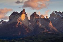Cuernos del Paine au lever du soleil #1 [ Parc national Torres del Paine ~ Chili ] (emvri85) Tags: d850 zeiss patagonie chili parcnationaltorresdelpaine cuernosdelpaine pink rose chile leverdusoleil sunrise 100mm
