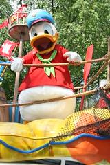 Donald Duck (Steve Dawson.) Tags: mickeysjamminjungleparade parade character floats disneysanimalkingdom park themepark waltdisneyworldresort baylake orlando florida usa holiday canoneos400ddigital canon eos 400d digital efs1855mmf3556 efs1855mm f3556 2nd april 2008