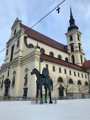 Moravské náměstí (stefan aigner) Tags: architecture architektur brno brünn czechrepublic moravskénáměstí statue tschechien tschechischerepublik