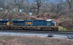 CSX E319-08 at Chattanooga, TN (KD Rail Photography) Tags: csx howtomorrowmoves qualityinmotion diesellocomotive locomotive es44ah ge generalelectric gevo tennesseevalley tennessee chattanooga coaltrains unittrains panshot weather rainyweather rain et44ah winterseason winterweather wintermorning trains railroads transportation freighttrains