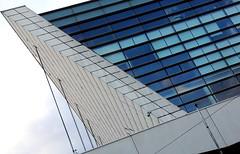 Près du Palais des Congrès à Paris (Sokleine) Tags: architecture modern contemporary geometric lines abstract oblique diagonale 1mois 1thème paris france