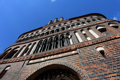 Holstentor, Lübeck, Germany (廖法蘭克) Tags: lübeck germany 呂北克 德國 canon canon6d frank frankineurope frankingermany photographer photography photograph travel family holiday vacation relax sunny sunshine unesco unescoworldheritage 世界文化遺產 old oldtown 旅行 canonef1740mmf4l holstentor 霍爾斯滕門 hansa hanseaticleague 漢薩同盟 漢薩同盟首都 leadingcityofthehanseaticleague historical historicalbuilding 歷史建築 歷史聚落