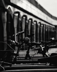 Wer fährt noch Fahrrad? (ZinckPhotography) Tags: blackwhite blackandwhite bw sw street artistic worls world berlin city urbanphotography urban shadows shady silhouette lighting architektur architecture indoor interesting photography photooftheday amateur snapshot composition contrast blackandwhiteonly blackice black wind winterphotography winter cold schwarzundweis freezing schwarz weis streetphotography streetart cityscape cityphotography cityscrape einfarbig gebäude himmel
