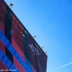 On the edge of the roof (Gian Floridia) Tags: casamilan milano piazzaginovalle edge roof runners silhouette milan provinceofmilan italy it