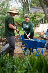 Alternative_Break_20190319_0207 (Sacramento State) Tags: sacramentostate sacstate californiastateuniversitysacramento universitycommunications hornets jessicavernone alternative break spring volunteer community engagement center solar house living building