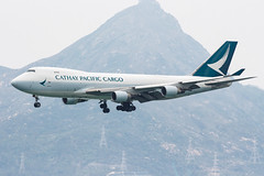 CATHAY PACIFIC CARGO B747-400ERF B-LIC 001 (A.S. Kevin N.V.M.M. Chung) Tags: aviation aircraft aeroplane airport airlines plane spotting hkg boeing b747 747 jumbo jet cargo queen appoach landing b747400f