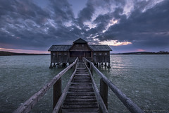 Ammersee 2019 (Thomas Weiler Fotografie) Tags: boathouse boardwalk lightmood wideangle lake ice water reflections winter sunset montains alps bavaria mirroring landscape nature cloudscape seascape goldenhour bluehour germany perspective ammersee thomasweilerfotografie lichtstimmung see natur eis eiskalt spiegelungen weitwinkel landschaft sonnenuntergang wolken reflektionen alpen himmel holzsteg bootshaus fujifilmxh1