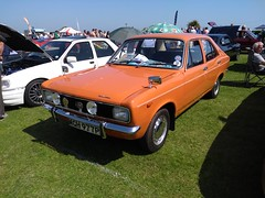 1975 Hilman Avenger 1300 Deluxe (Richard81MY) Tags: car automobile motorshow carshow exhibition eastbourne eastsussex 1970s british hillman avenger chrysler talbot plymouth cricket rootes classic retro motog5 android mgh977p cmwdorange chrome