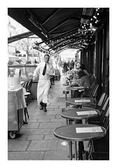Not idle (madras91) Tags: nb noiretblanc blackandwhite bw monochrome film kodak kodaktx400 tx400 trix leica leicam6 m6 summicron 35mm summicron35mmf2v3 street streetphotography café
