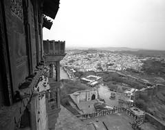 1899 (The Dent.) Tags: mamiya 7 india jodhpur tmy2 hc110 dilution b min