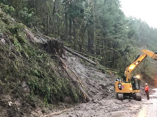 Landslide removal on OR 58
