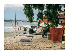 Barreiro, Portugal (Sr. Cordeiro) Tags: barreiro portugal margemsul rio tejo tagus river estendal clothesline areia sand margem margin shore panasonic lumix gx80 gx85 14140mm