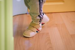 DSCF1023 (Brian HCH) Tags: xt1 fujifilm brianhuang 小黃金 寶寶 寶貝兒子 baby dd golden 鞋子 亞瑟士 asics suku2 first