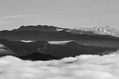 Cielo, cimas y nubes (Kasabox) Tags: cielo sky cima summit montaña mountain nube nuvol cloud bn bw black white blanco negro natura nature naturaleza relax altura