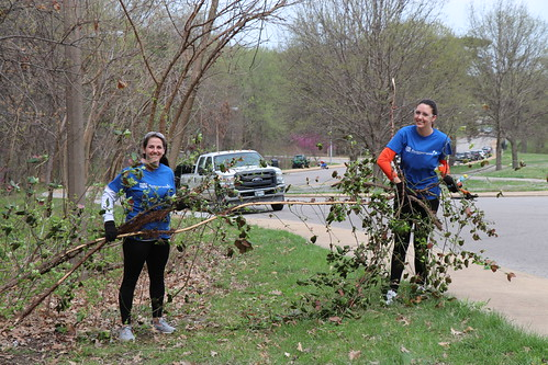 """Caleres helps to clean up Forest Park • <a style=""""font-size:0.8em;"""" href=""""http://www.flickr.com/photos/45709694@N06/33716943318/"""" target=""""_blank"""">View on Flickr</a>"""
