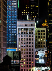 STANDOFF (Blende1.8) Tags: nyc newyork newyorkcity nycity ny usa city skyscraper wolkenkratzer hochhäuser cityscape night nightscape window windows fenster facade fassade fassaden urban urbanjungle travel nacht nachtaufnahme light lights lichter grosstadt metropole architecture architektur stadtlandschaft