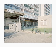 Bickendorf, 2019 (Darius Urbanek) Tags: 120 6x7 kodak mamiya7 portra400 analog architecture brutalism color concrete film mediumformat bickendorf cologne köln