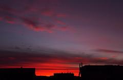 Lever de soleil à Malakoff - 15 (hervétherry) Tags: france iledefrance hautsdeseine malakoff canon eos 7d efs 18200 leverdesoleil lever soleil sunrise matin morning nuage cloud toit roof ville city town