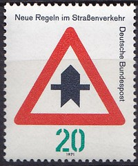 Deutsche Briefmarken (micky the pixel) Tags: briefmarke stamp ephemera deutschland bundespost neueregelnimstrasenverkehr schild sign verkehrsschild vorfahrt