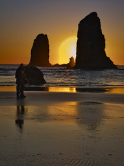 Burnin'up the Atmosphere... (Ray Mines Photography) Tags: sunset evening twilight oregon coast pacific ocean beach sand couple lovers stroll ngc