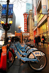 Go With Blue (Anthony Mark Images) Tags: chicagotheatre bluebicycles bikerentals statest chicago illinois usa sidewalk peoplewalking walgreens christmaswreaths goldbulbs lampposts subway evening newyeareve wetsidewalks nikon d850