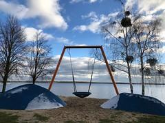 Winterschaukel (il.ka15) Tags: stille himmel wasser blue blau schaukel winter see
