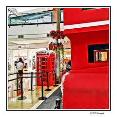english red (harrypwt) Tags: harrypwt huaweip20 p20 smartphone borders framed red pim2 phonebox street 11 square