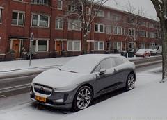 Den Haag, januari 2019 (Okke Groot - in tekst en beeld) Tags: sneeuw jaguaripace winter sidecode9 xf244s denhaag vanhogenhoucklaan straatbeelden stadsgezichten nederland