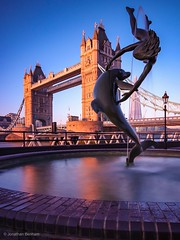 Golden Dawn (_Jon Benham_) Tags: nd neutraldensity longexposure glow golden sunrise fountain girlwithdolphin towerbridge london