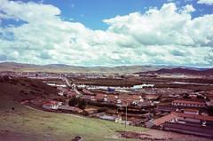 Overlooking Hongyuan (hiphopmilk) Tags: copyright©jaredyehwooehmoehfilms konica offroad 現場監督 zoom 35mm 135film film analog analogue jaredyeh hiphopmilk kodak travel china sichuan aba hongyuan qiongxi tibetan town village house sky cloud overview lookout