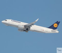Lufthansa A320-214 D-AIUU taking off at MUC/EDDM (AviationEagle32) Tags: munichairport muc eddm flughafenmunich flughafenmunchen munich munchen franzjosefairport flughafenfranzjosef bavaria flughafen germany deutschland airport aircraft airplanes apron aviation aeroplanes avp aviationphotography avgeek aviationlovers aviationgeek aeroplane airplane airbus arrivals planespotting planes plane flying flickraviation flight vehicle tarmac lufthansagroup lufthansa staralliance airbus320 a320 a320200 a322 a320214 daiuu sharklets