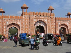 jaipur 2019 (gerben more) Tags: gate jaipur rajasthan arch architecture streetscene streetlife street wall india