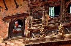Nepal- Kirtipur (venturidonatella) Tags: nepal kirtipur katmandu case houses persone people gentes gente portrait ritratto colori colors nikon nikond300 d300 finestra window uomo man uomini men kathmandu architettura
