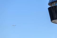 Qatar Airways Boeing 777-200LR (Geoff Dickinson) Tags: qatarairways aucklandinternationalairport airport boeing777200lr aircraft aviation airline