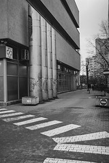 horizontal and vertical (rafasmm) Tags: lodz łódź poland polska europe walk outdoor horizontal vertical lines street streetphoto monochrome blackwhite bw black white negativ film negativefilm ilford ilfordxp2super400 ilfordxp2super nikon nikonf90x nikonf nikkor 28105 afd analog urban
