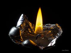 NOCHE EN VELA (Lisa Claros) Tags: macro vela candle fuego fire silver plata 2019 nikon