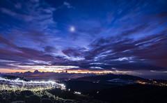 First lights (Ladislas B.) Tags: aube lumière nuit ascension montagne poselongue paysage lareunion piton neiges volcan etoiles soleil leverdesoleil longueexposition trip