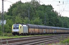 Taurus in Syke (Schwanzus_Longus) Tags: syke german germany modern railroad railway electric engine loco locomotive freight cargo train autorack siemens taurus