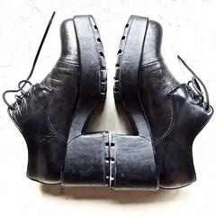 20190118 kapot (enemyke) Tags: pixeldiary januari 2019 vagabond kapot broken heels hakken shoes zapatos schoenen tacones roto
