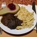 Hirschragout mit Spätzle und heißen Birnen mit Preiselbeeren