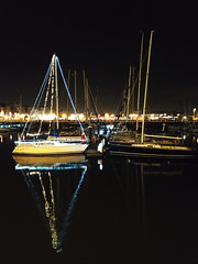 Diciembre, luces, Navidad. (LuJaHu) Tags: gijon asturias españa spain muelle mar embarcadero noche nocturna barcos veleros luces horizonte agua calma publicidad